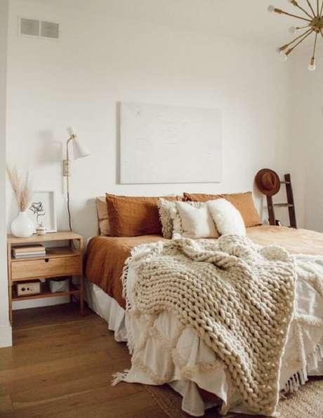 13. A mesa de cabeceira retrô se encaixa perfeitamente na decoração do quarto. Fonte: Pinterest