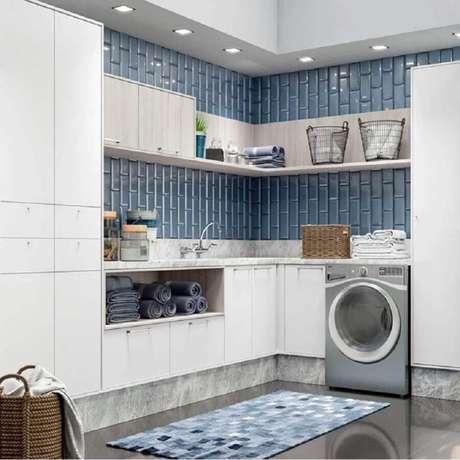 28. Prateleira de canto para lavanderia decorada na cor azul e cinza. Foto: Pinterest