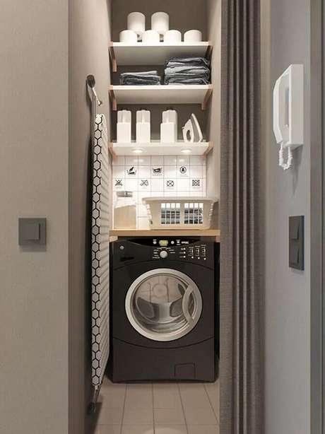3. Cor cinza para decoração com prateleira para lavanderia pequena. Foto: Home Fashion Trend