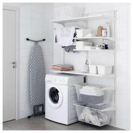 33. Decoração simples com prateleiras organizadoras para lavanderia branca. Foto: Ikea