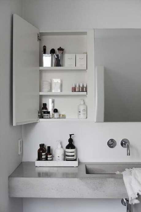 47. Espelheira para banheiro com prateleira – Foto Pinterest