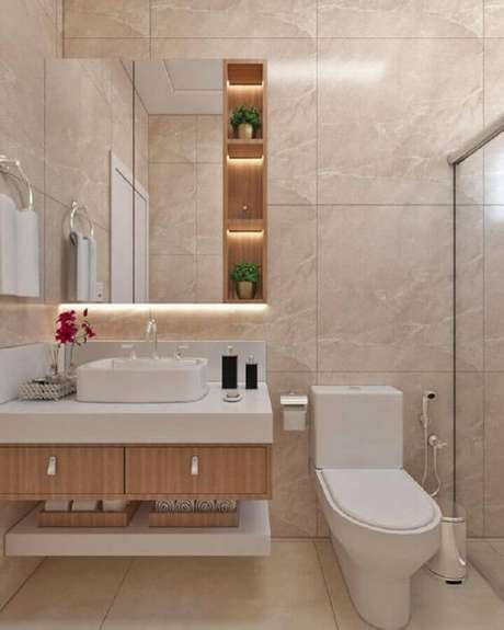 31. Decoração em cores neutras com espelheira para banheiro planejado – Foto Histórias de Casa