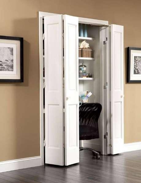 41. Porta branca camarão para escritório pequeno escondido da decoração – Foto Pinterest