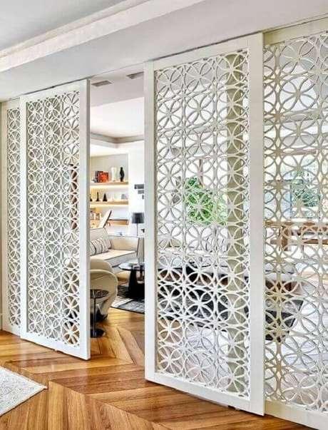9. Porta de ferro branca para dividir ambientes chiques – Foto Revista VD