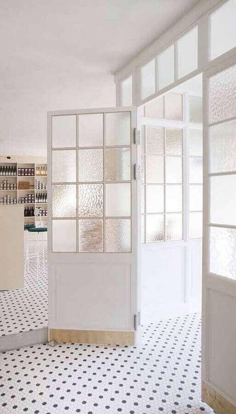 20. Porta francesa branca para sala de jantar moderna – Foto Pinterest