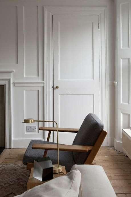 54. Porta branca na sala de jantar moderna – Foto Remodelista
