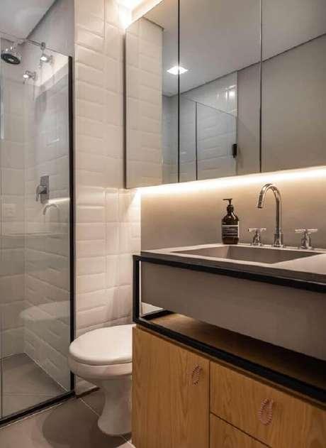 60. Decoração estilo industrial com espelheira para banheiro com LED – Foto Pinterest