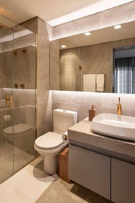 30. Decoração em cores neutras com espelheira para banheiro com LED – Foto Casa de Valentina