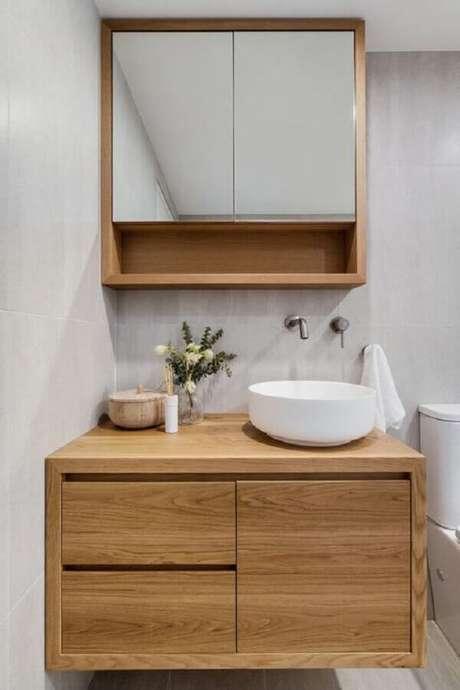 53. Espelheira para banheiro simples decorado com gabinete de madeira com cuba redonda – Foto Just in Place