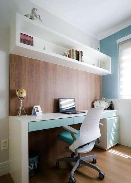 31. Escrivaninha planejada para decoração de home office no quarto. Foto: Claudia Mendonça Arquiteta