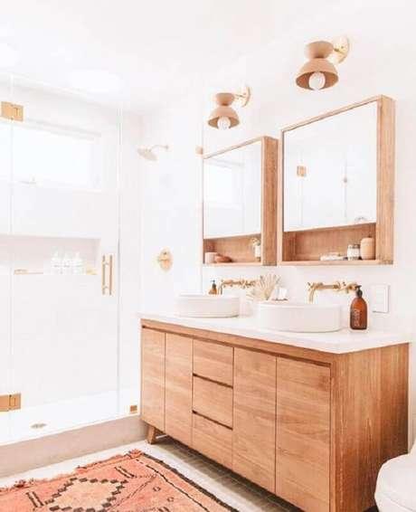 15. Decoração clean com gabinete e espelheira para banheiro de madeira – Foto Home Fashion Trend