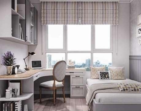 35. Escrivaninha de canto planejado para decoração de home office no quarto. Foto: Icon Interior