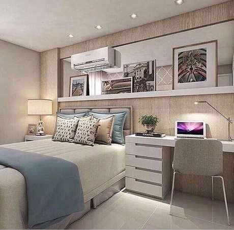 11. Ideias de home office no quarto de casal decorado com móveis planejados. Foto: Pinterest