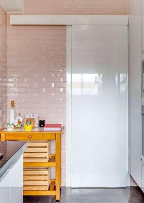 42. Porta branca de correr para banheiro – Foto Construindo decor