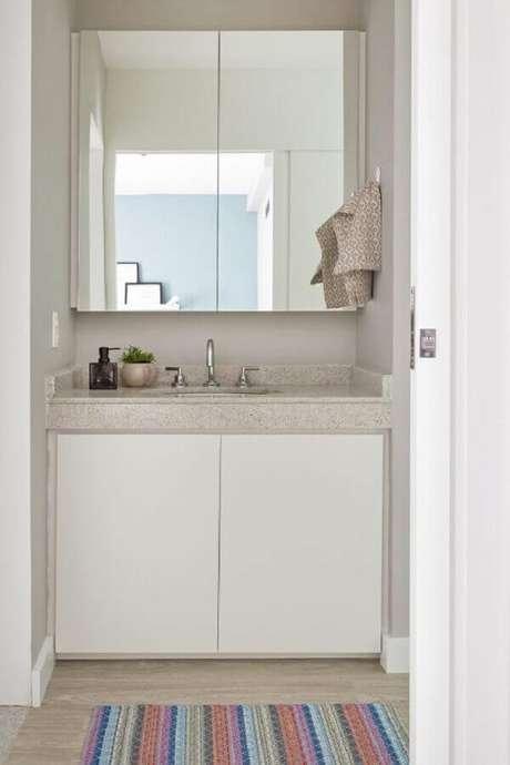 55. Espelheira para banheiro simples e pequeno decorado em cores claras – Foto Perfeita Ordem