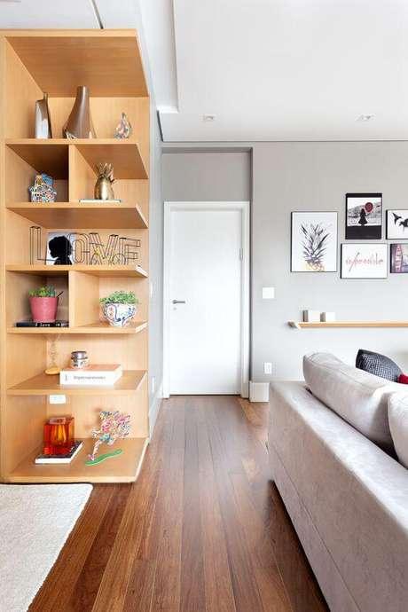 37. Entrada de casa com porta branca – Foto Duas Arquitetura