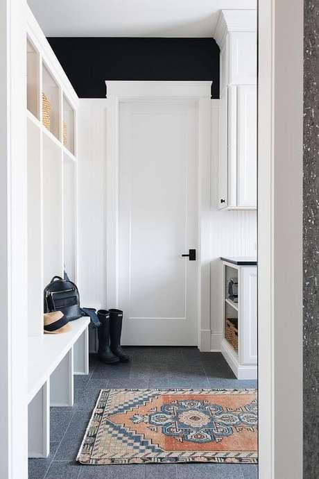 55. Porta branca na casa moderna – Foto Hungeling Design