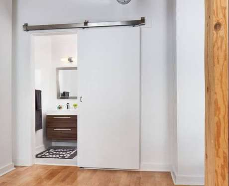 48. Porta branca de correr para banheiro no quarto moderno – Foto Decor Facil