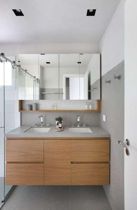 3. Armário espelheira para banheiro decorado com gabinete de madeira planejado – Foto Casa de Valentina