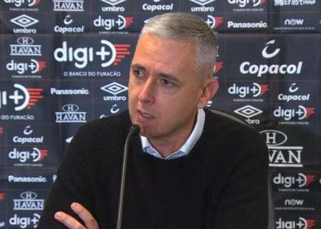 Tiago dirigiu o profissional do Furacão entre junho de 2018 e dezembro de 2019 (Reprodução)