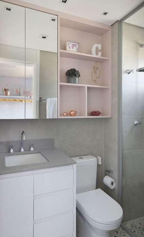 12. Armário espelheira para banheiro pequeno decorado com nichos rosa pastel – Foto Casa de Valentina