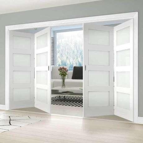 57. Porta branca sanfonada de madeira – Foto Direct Doors