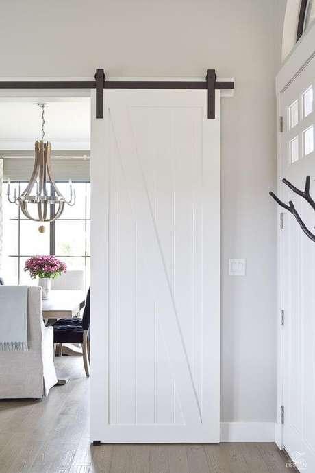 18. Porta branca para sala de estar de correr – Foto Pinterest