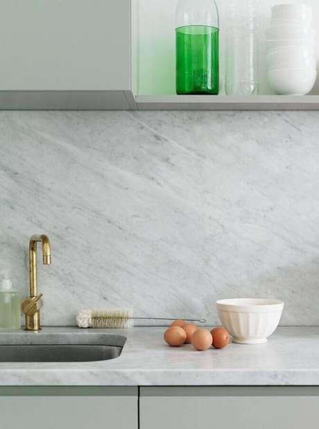 24. Bancada de mármore para cozinha decorada cinza – Foto Apartment Therapy