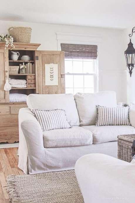 39. Capa de sofá branca para sala clean e iluminada – Foto Love Grows Wild