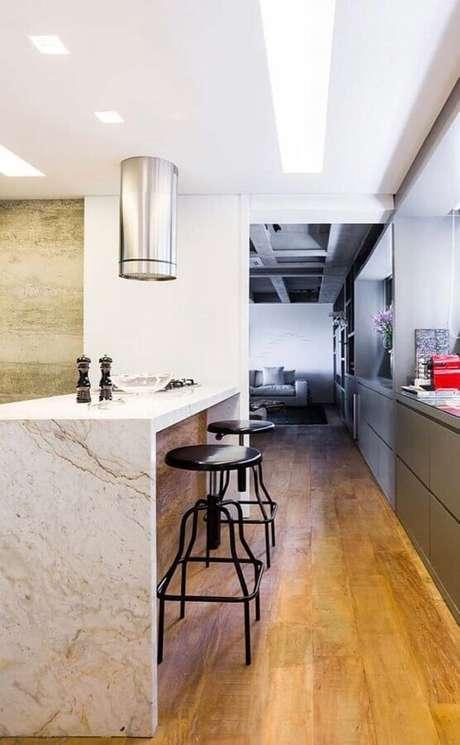 38. Decoração com bancada de mármore para cozinha cinza moderna – Foto Arkpad