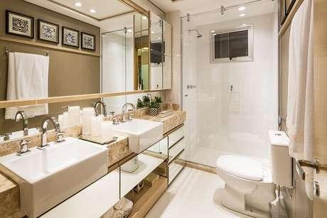 53. Decoração sofisticada com bancada de mármore para banheiro pequeno – Foto Futurist Architecture