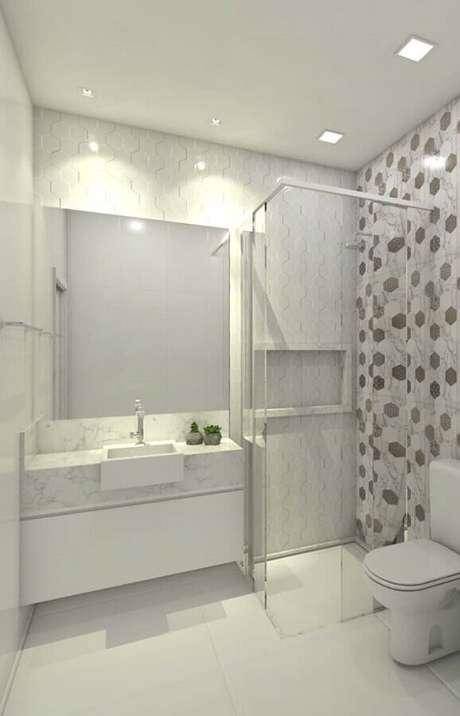 7. Bancada de mármore branco para banheiro decorado com revestimento geométrico – Foto Jeito de Casa
