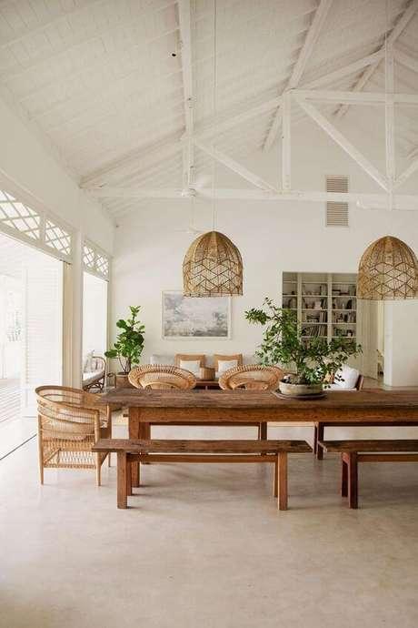 33. Varanda aconchegante com mesa para área externa moderna -Foto Casa Vogue