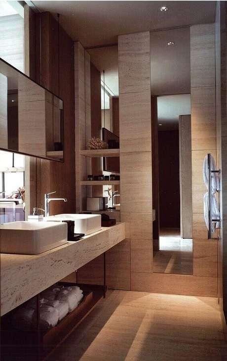 55. Decoração sofisticada em cores neutras com bancada de mármore para banheiro – Foto Pinterest