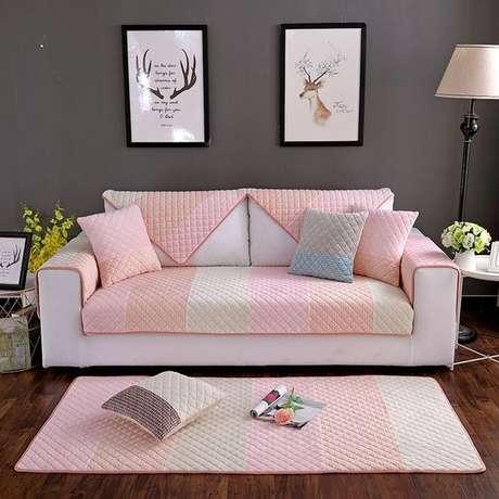 13. Capa de sofá rosa e cinza com tapete combinando – Foto AliExpress