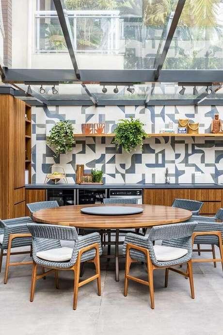 8. Mesa para área externa redonda e moderna – Foto Casa Vogue