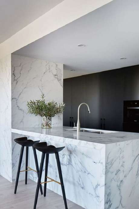 11. Bancada de mármore branco para decoração de cozinha moderna planejada – Foto Signorino Tile Gallery