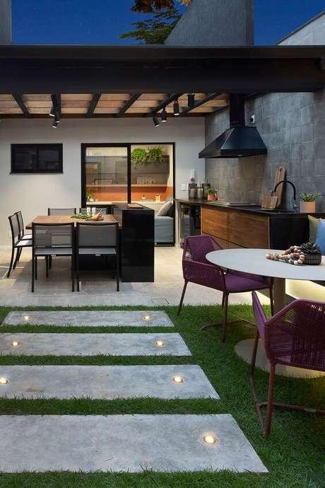 40. Mesa para área externa resistente a chuva – Foto Degrade Arquitetura