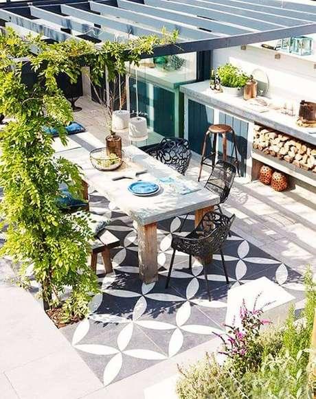 4. Mesa para área externa com decoração industrial – Foto My Domaine