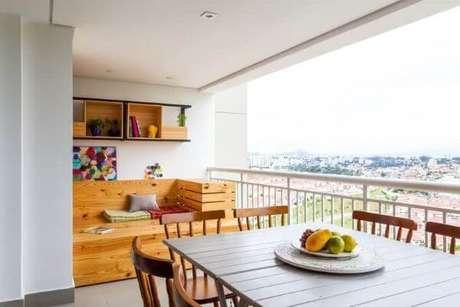 50. Mesa para área externa gourmet feita de madeira – Foto Pinterest