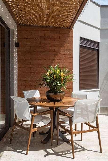 47. Mesa para área externa de madeira redonda – Foto Casa de Valentina