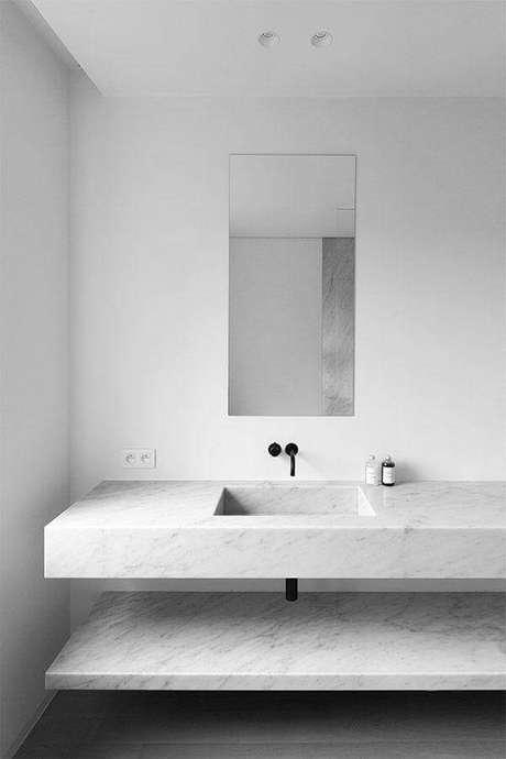 51. Decoração minimalista com bancada de mármore para banheiro branco – Foto Pinterest