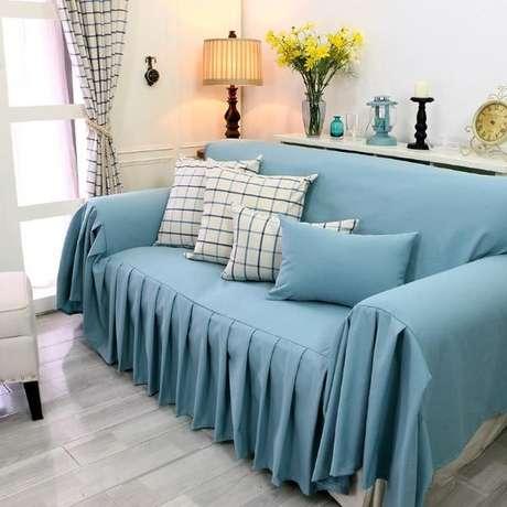 18. Capa de sofá simples na cor azul – Foto Pinterest