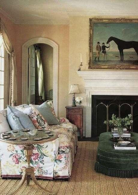 30. Sala vintage com capa de sofá estampado floral – Foto The Glam Pad