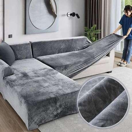 4. Capa para sofá cinza de suede – Foto Amazon