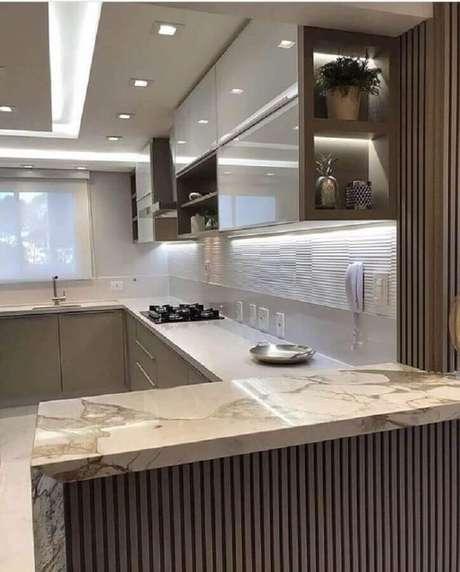 40. Decoração com bancada de mármore para cozinha para cozinha cinza planejada – Foto Pinterest