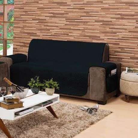 26. Capa de sofá preta – Foto Revista Vd