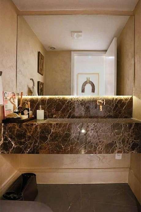 34. Decoração com bancada de mármore marrom para banheiro -Foto Ana Carolina Mendonça Interiores
