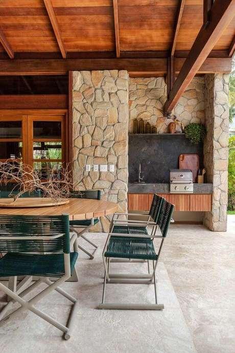 39. Mesa para área externa redonda com cadeiras verdes – Foto Casa de Valentina