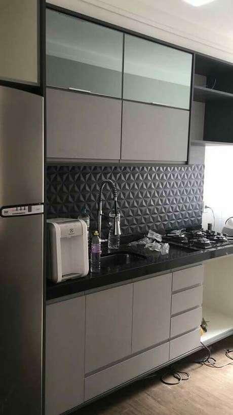 58. Decoração moderna com armários cinza e cerâmica de cozinha preto 3D – Foto Pinterest